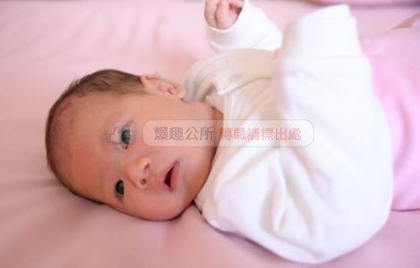 爸爸姓「別」,不願意剛出生的兒子跟自己姓,老婆一取名,全家拍手叫絕!