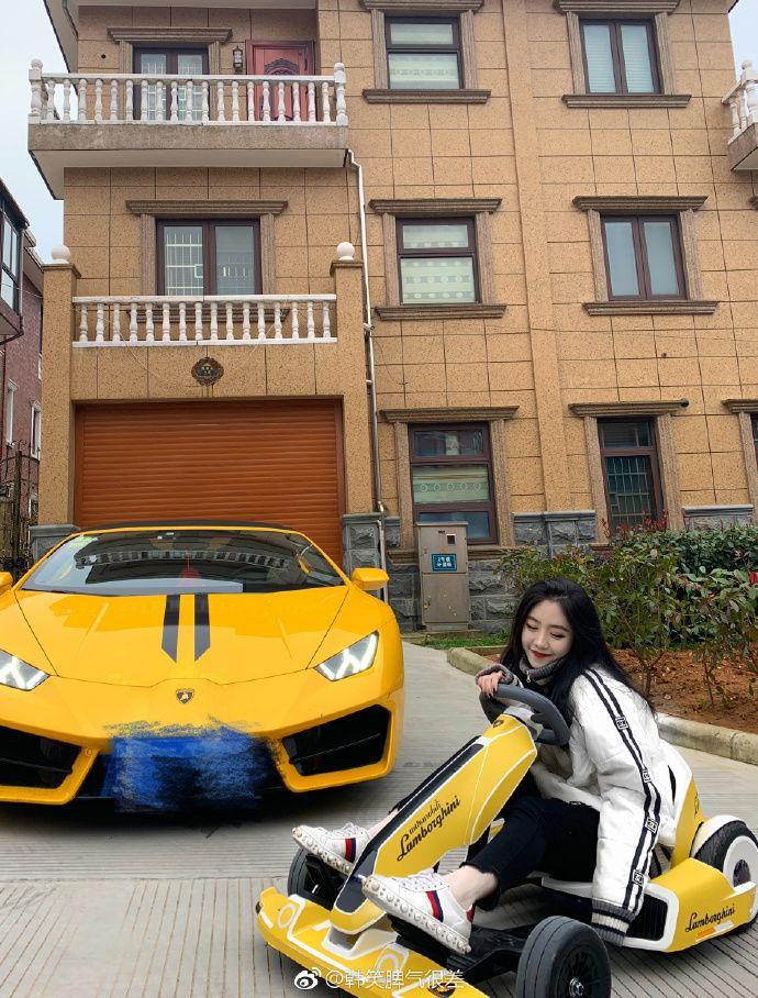 美女網紅炫富無極限!媽媽給零用「1後面N個零」再送她一條街…老爸是他!