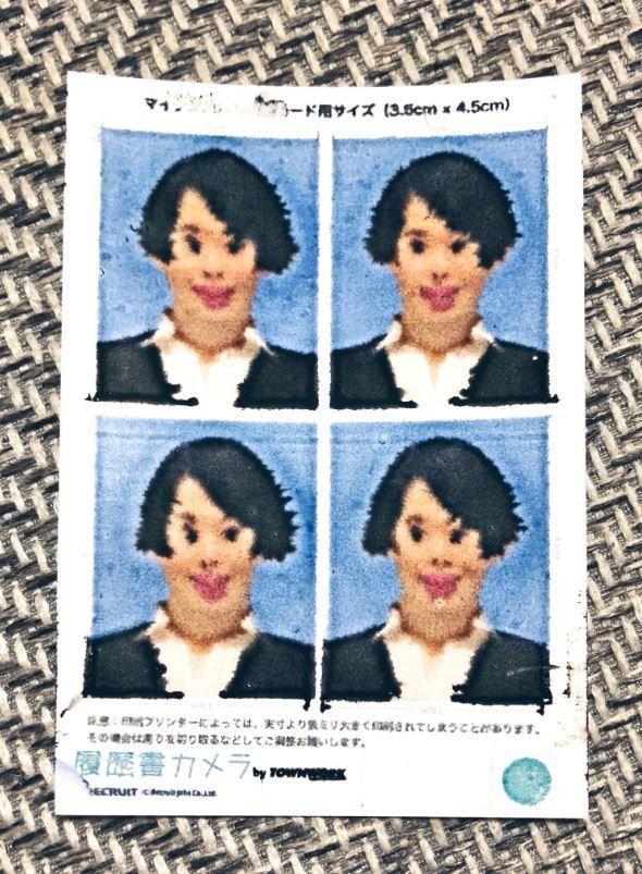妹子準備求職 竟糊塗把相片紙放反!印出來證件照長這樣… 網友笑翻:也太狂