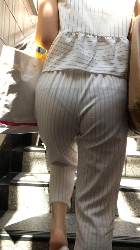 飄飄褲才是真理!偷拍路人妹「蜜桃美尻緊貼褲」肉感形狀看光!日網嗨:想上了(22p)