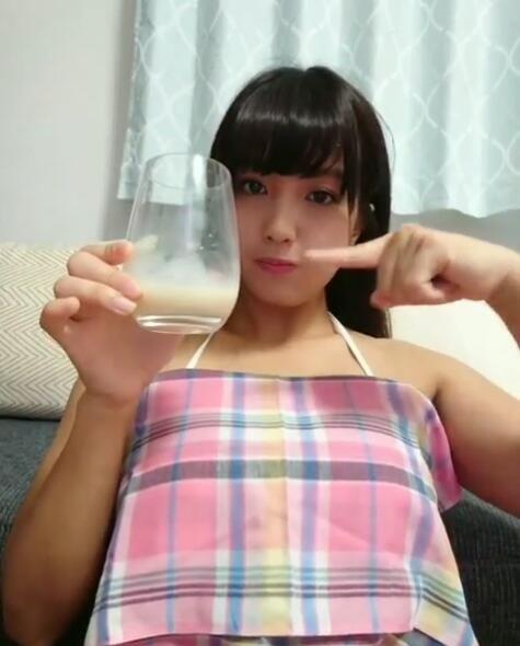 甜萌妹挑戰抽桌巾...倒數完「F奶秒彈出」看到了!濃白液體一口喝...網暴動:這我知道!