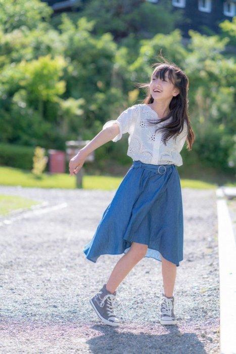 小六長這樣合理嗎!12歲櫻花妹舞台唱跳...「水汪大眼」萌度破表!鄉民全暴動:想犯罪惹
