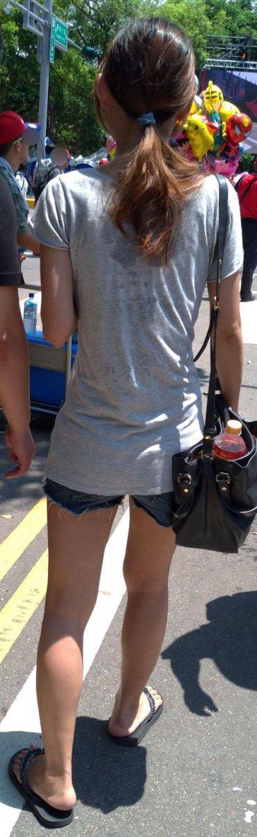 夏天路上好香!滿街「超短熱褲+低胸小可愛」一流汗...貼身曲線大看光:好精彩!